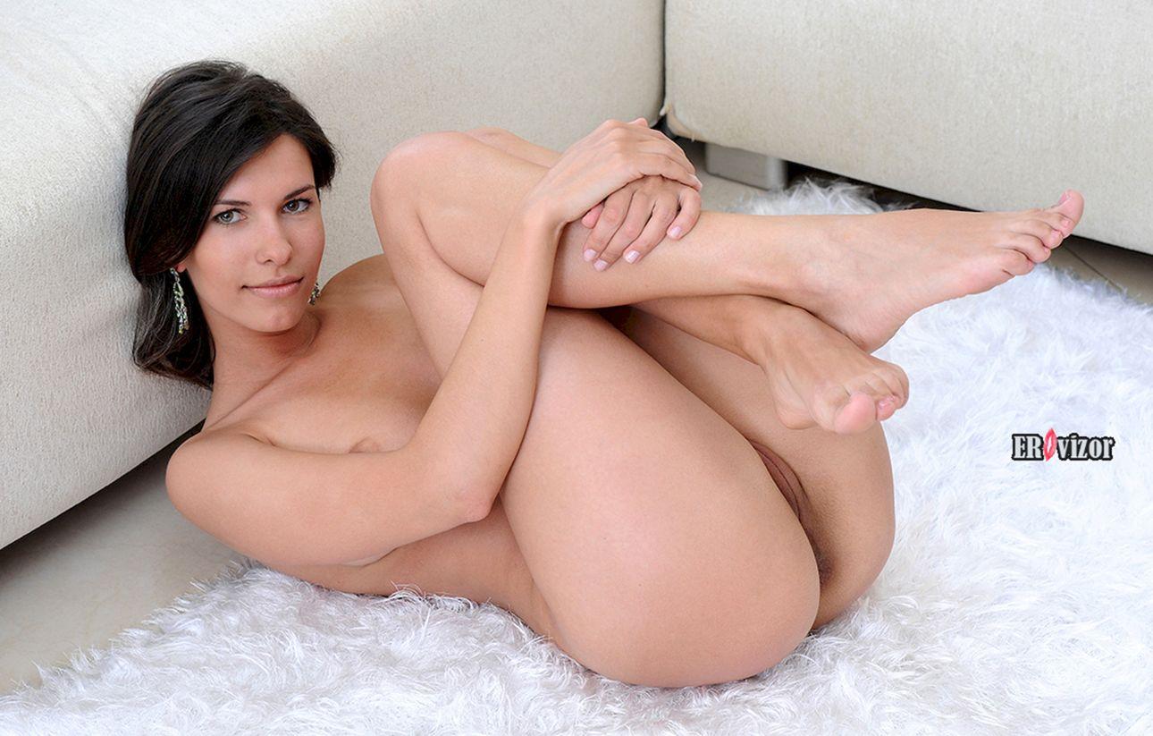 Возбужденные голые девушки в постели