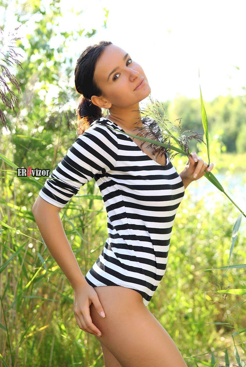 Эротика русской девушки на природе