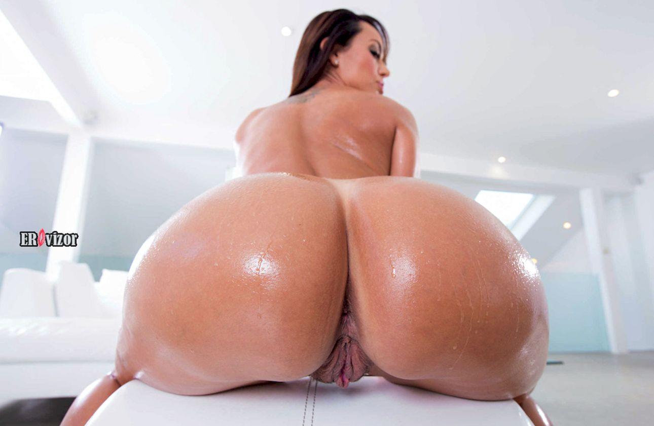 сочная голая задница