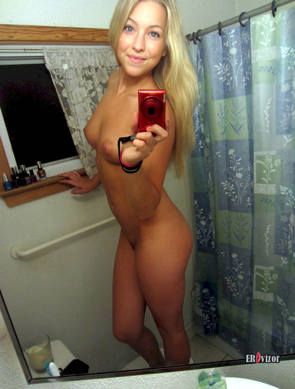 селфи красивой голой блондинки