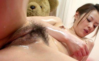 голая японка мастурбирует письку