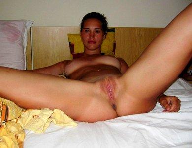 частное голое фото женщины в постели