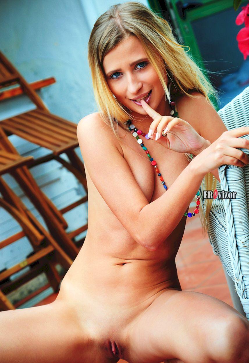 Blonde-Brittany-Shy_erovizor_foto (10)