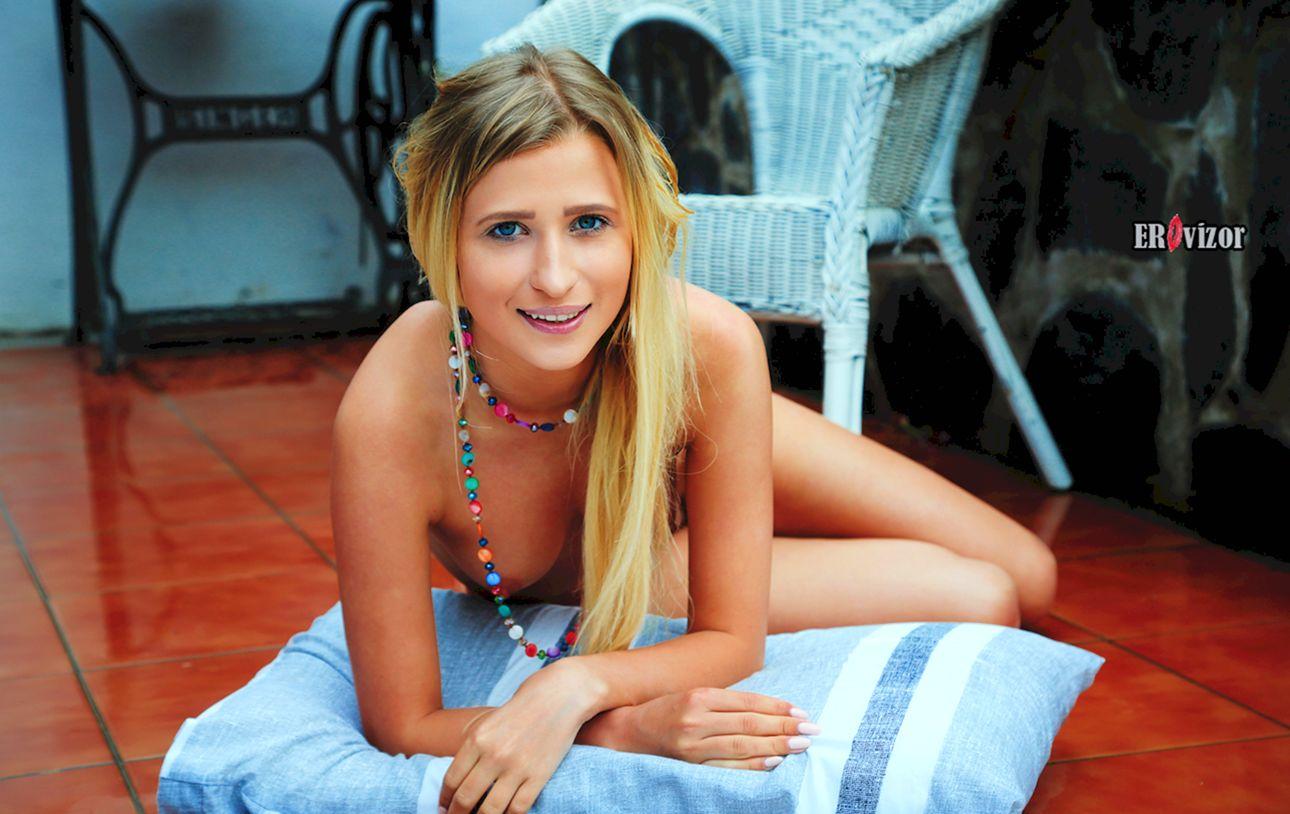 Blonde-Brittany-Shy_erovizor_foto (35)