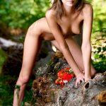 golie_devushki_v_lesu_(27)