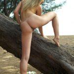 golie_devushki_v_lesu_(3)