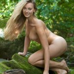 golie_devushki_v_lesu_(45)
