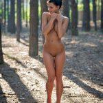 golie_devushki_v_lesu_(51)