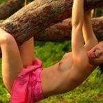 golie_devushki_v_lesu_(68)