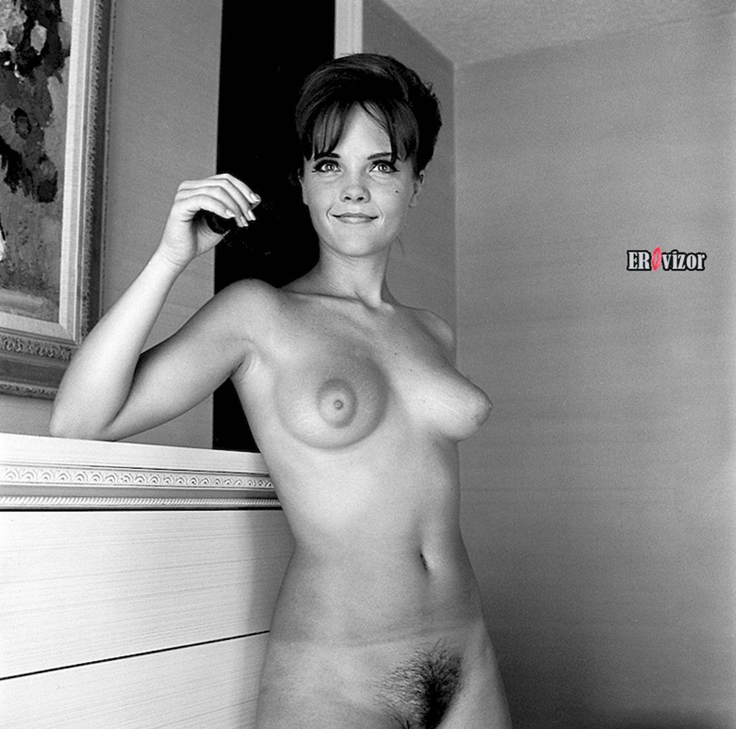 Молодая красотка 1960 х годов черно белая эротика