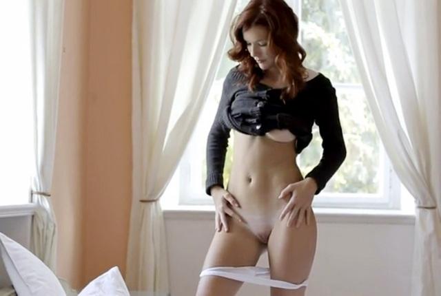 видео эротика Mia Sollis девушка с красивой писькой