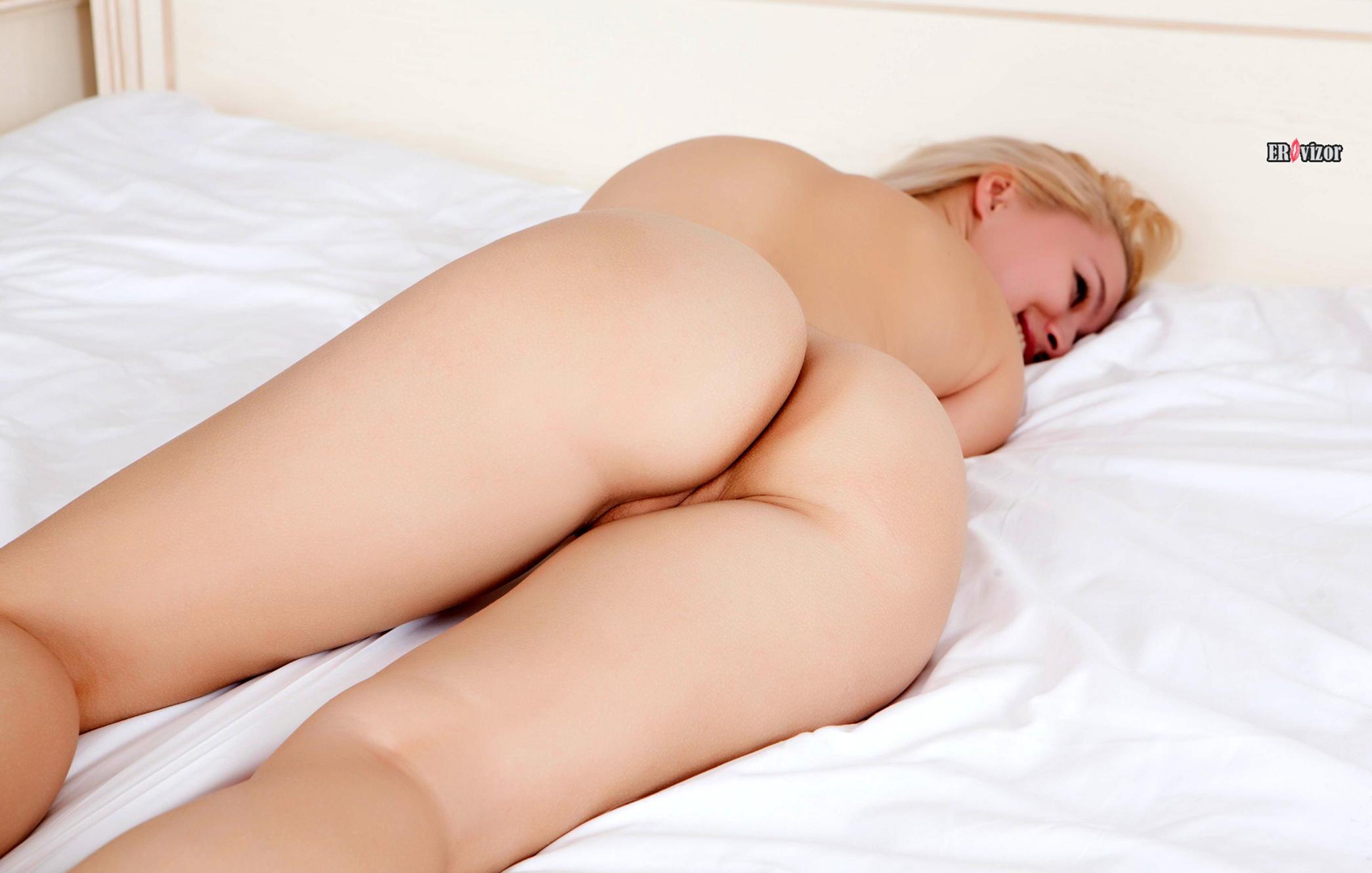 чистая промежность голой девушки