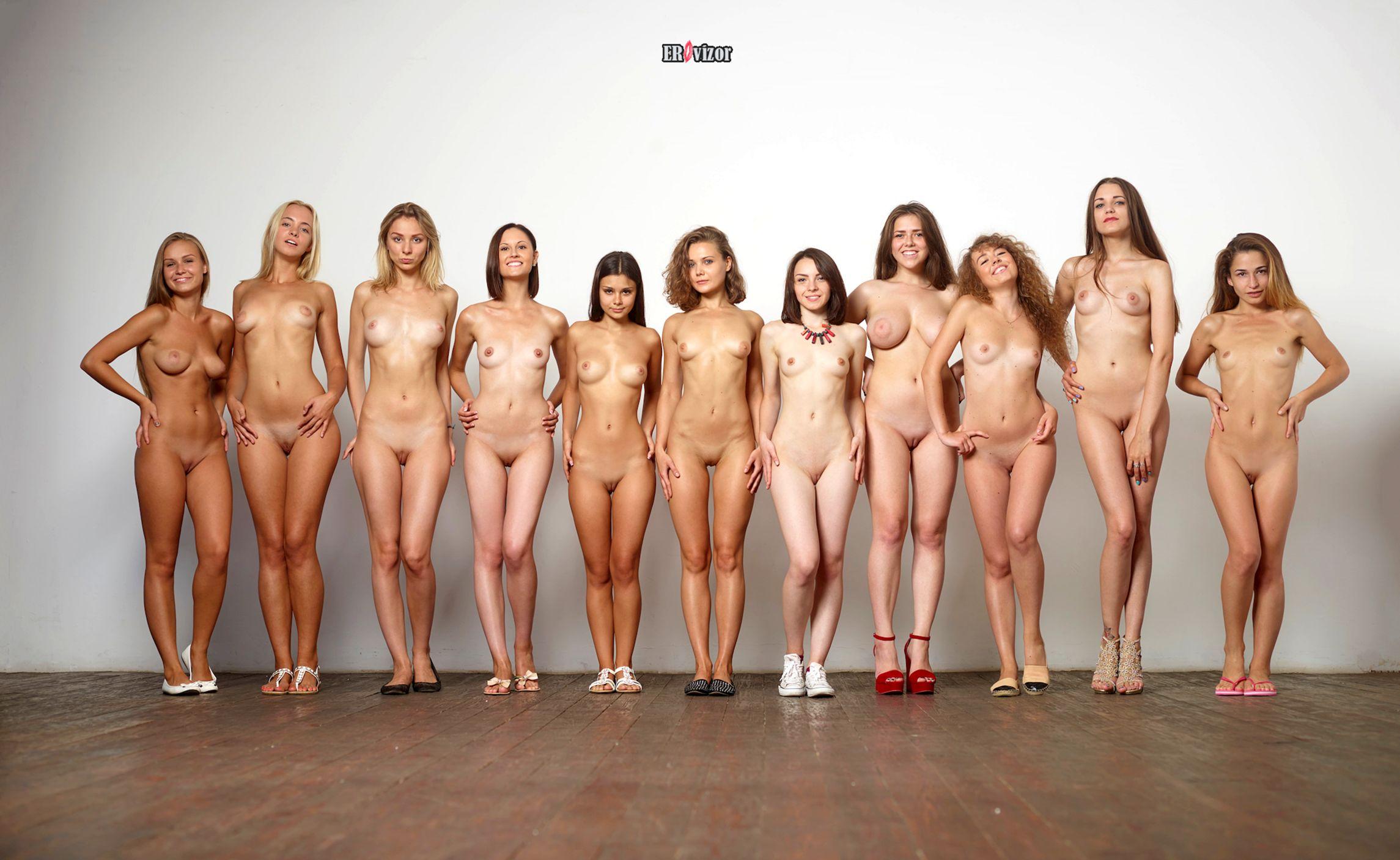 11 голых девушек на кастинге