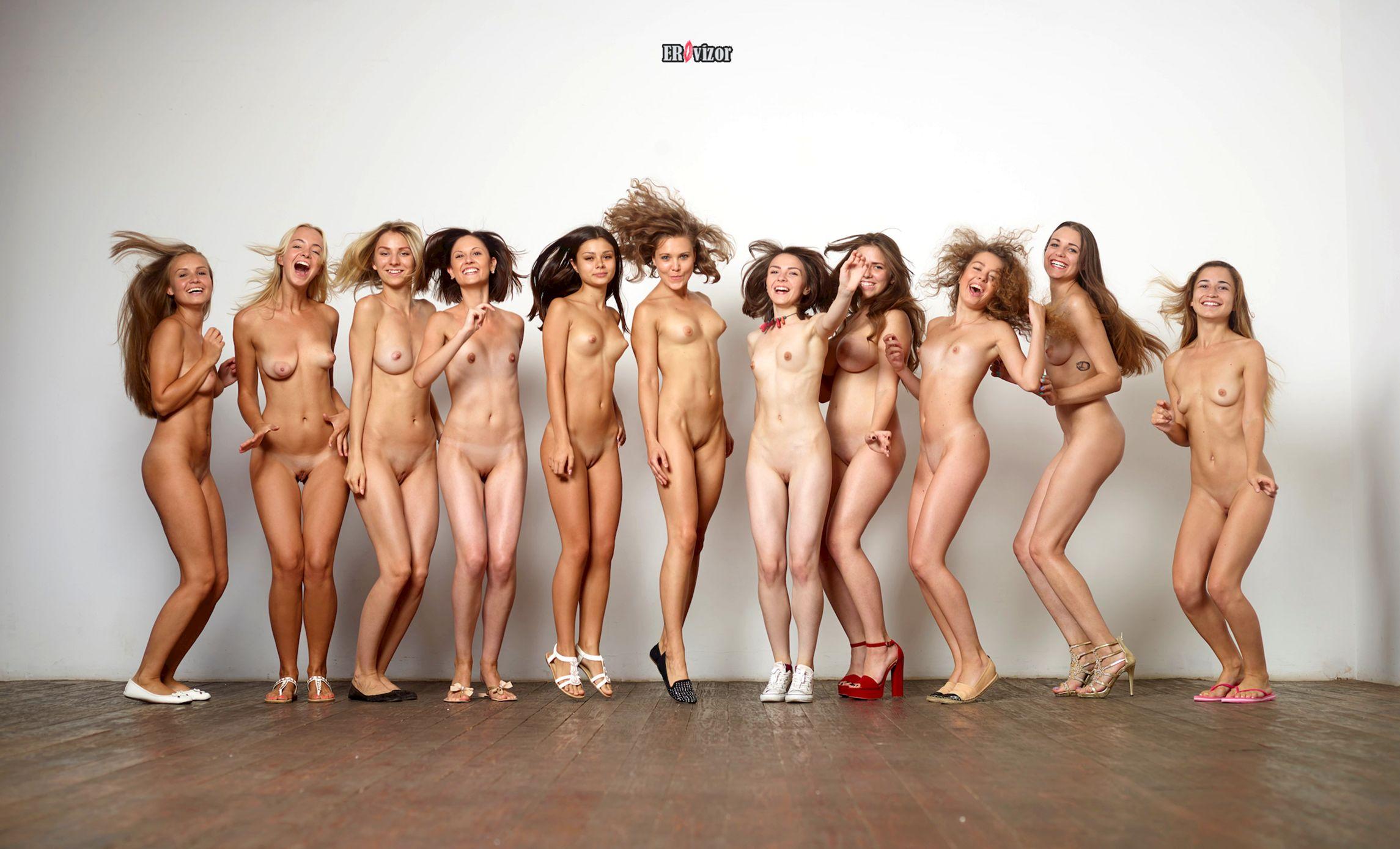 веселые голенькие девушки