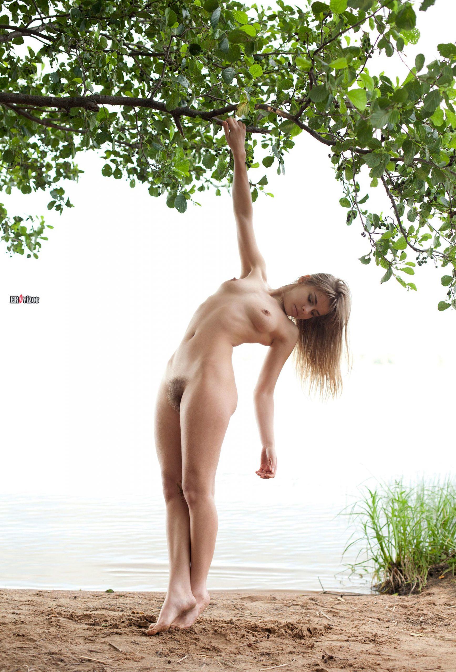 adele_naked_acrobatic-erovizor-11