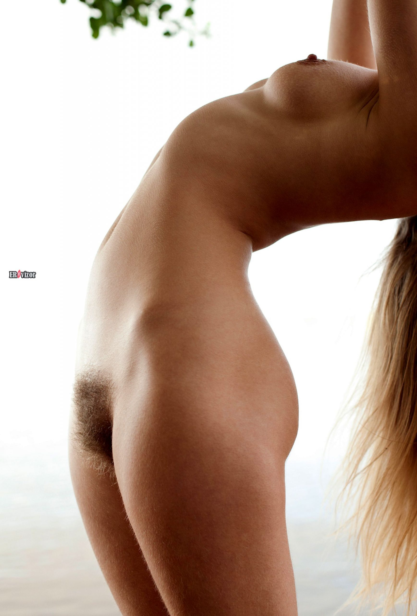 adele_naked_acrobatic-erovizor-12