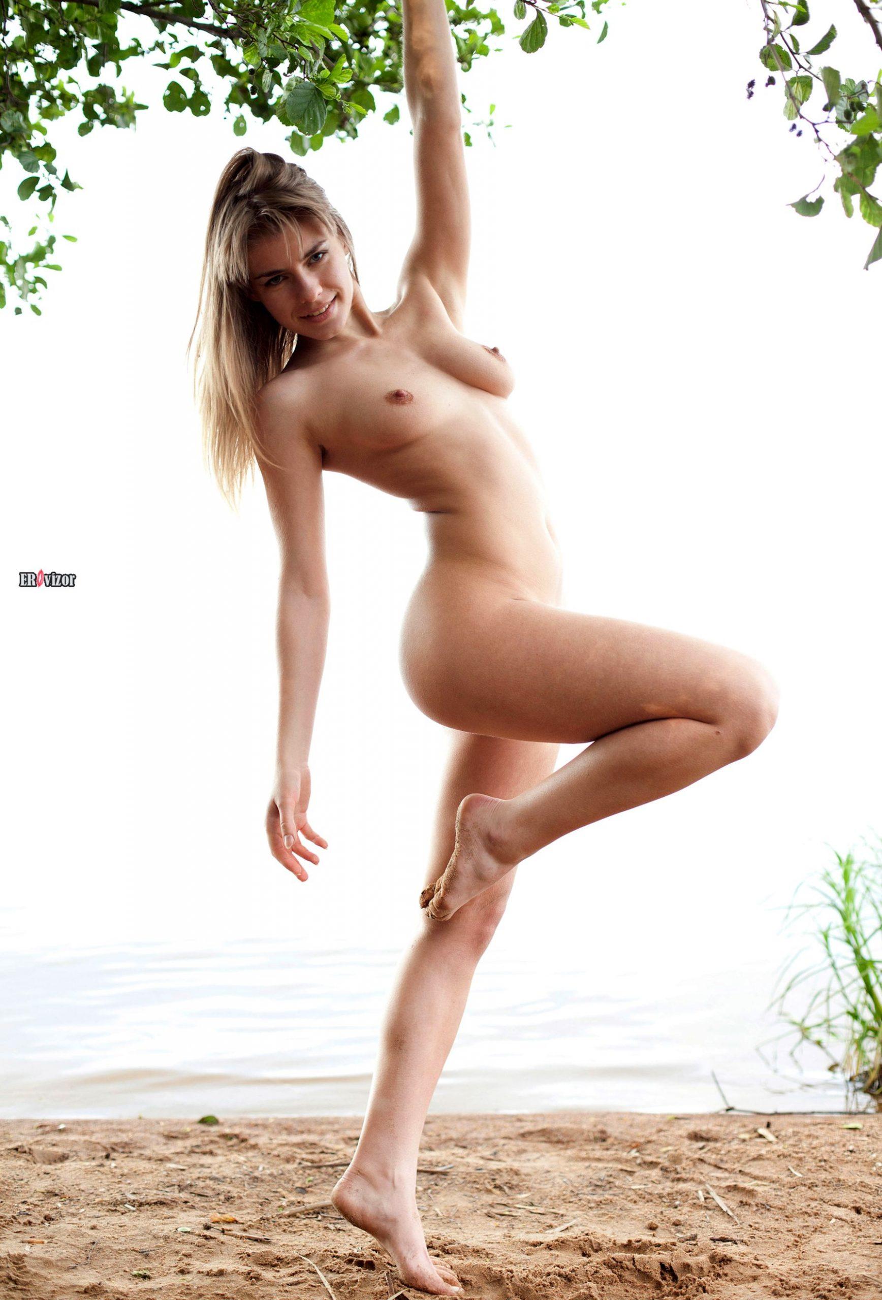 adele_naked_acrobatic-erovizor-2