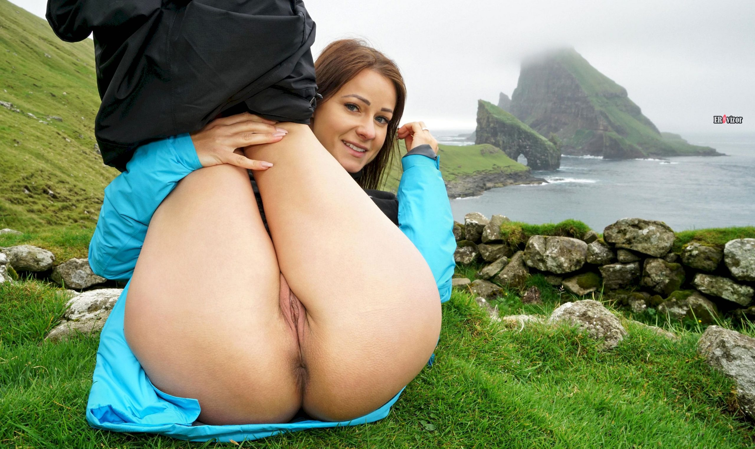 Melisa-Mendiny-with-Open-Pussy-10