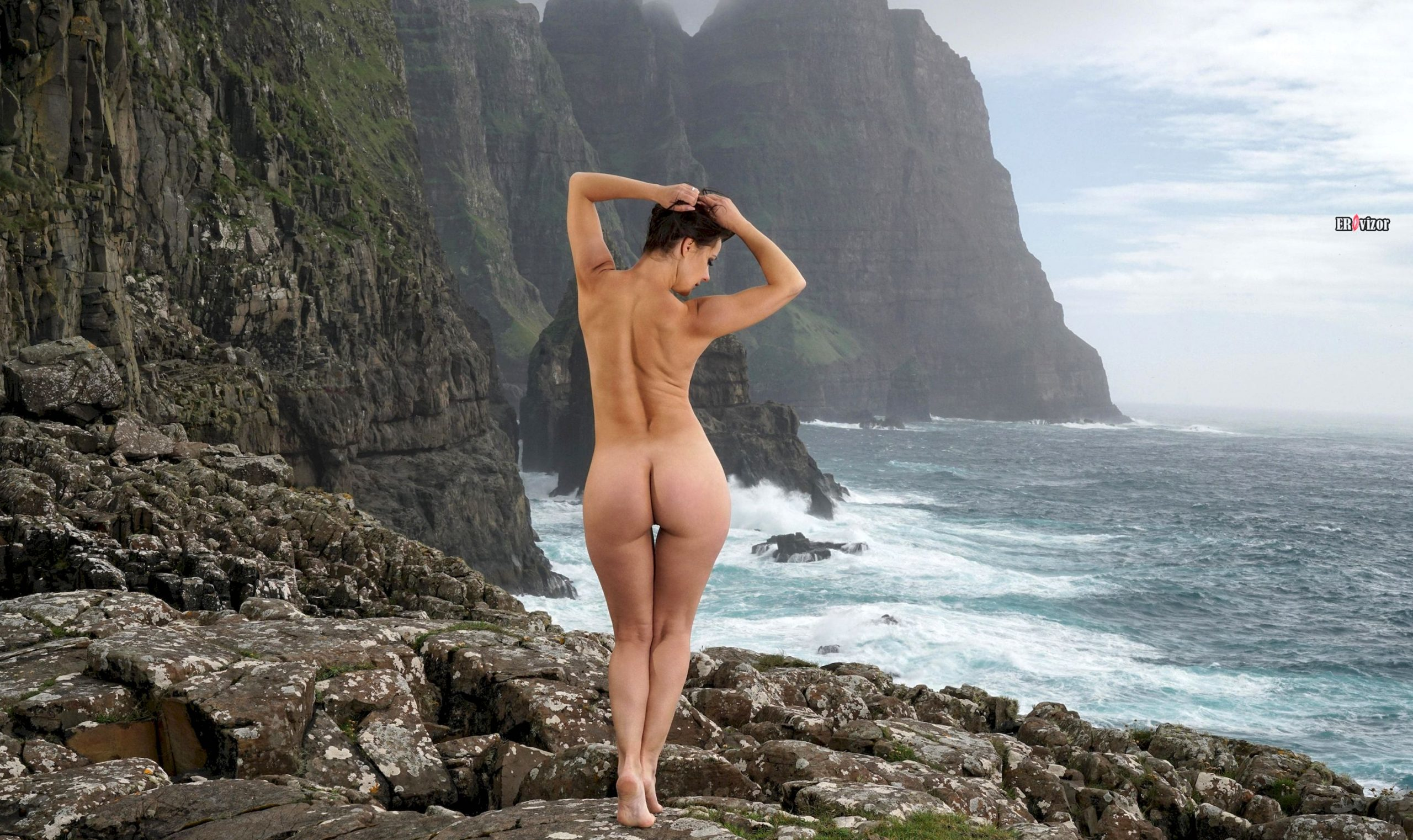 Стройная фигура Melisa Mendiny сзади