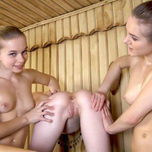 Emily-Bloom-with girls-erovizor (13)