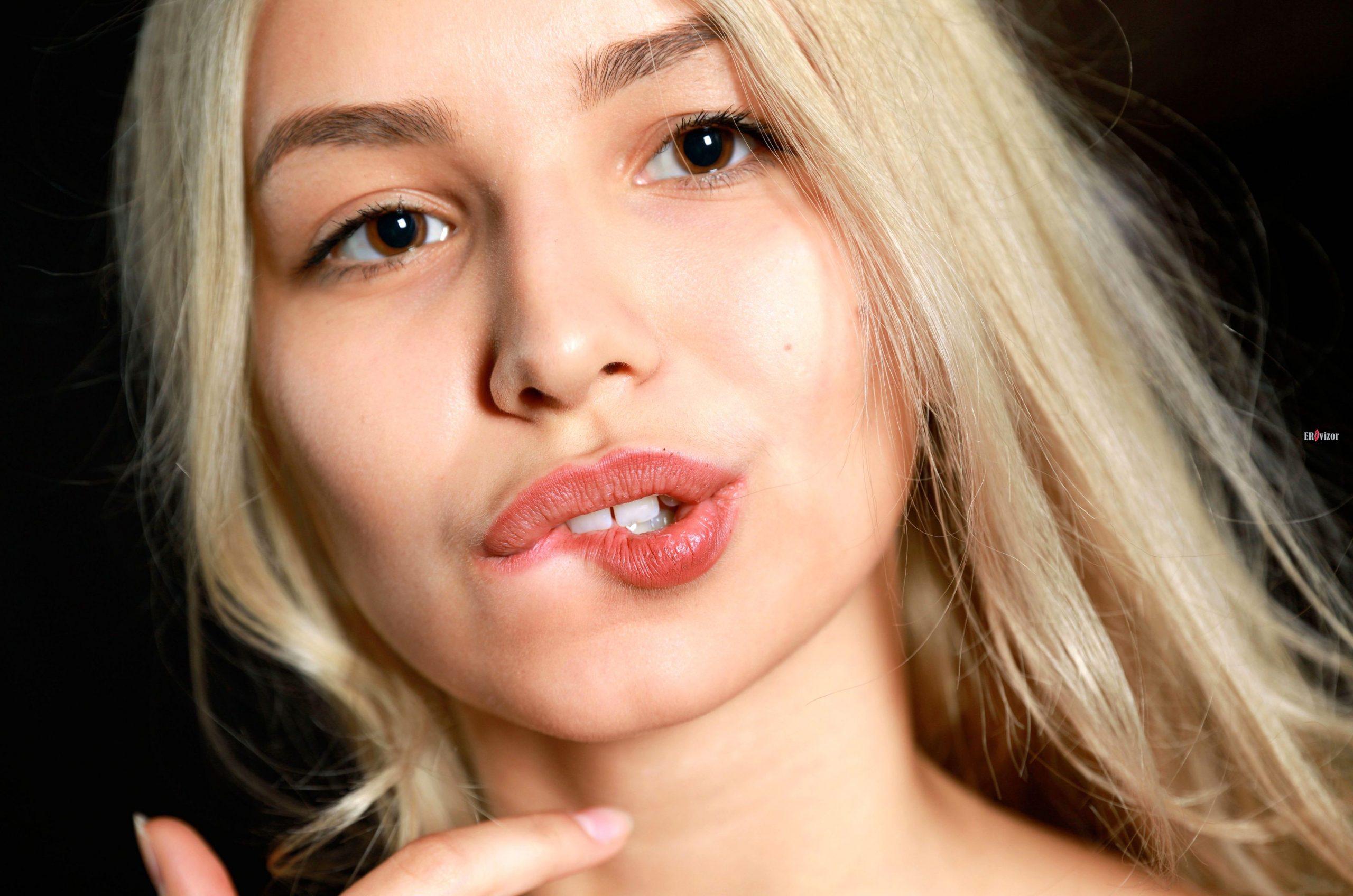 Потрясающая русская блондинка с большими сиськами