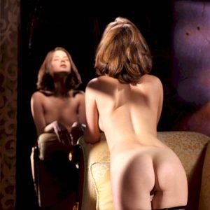 Эротика сексуальной Anita Silver у зеленой лампы