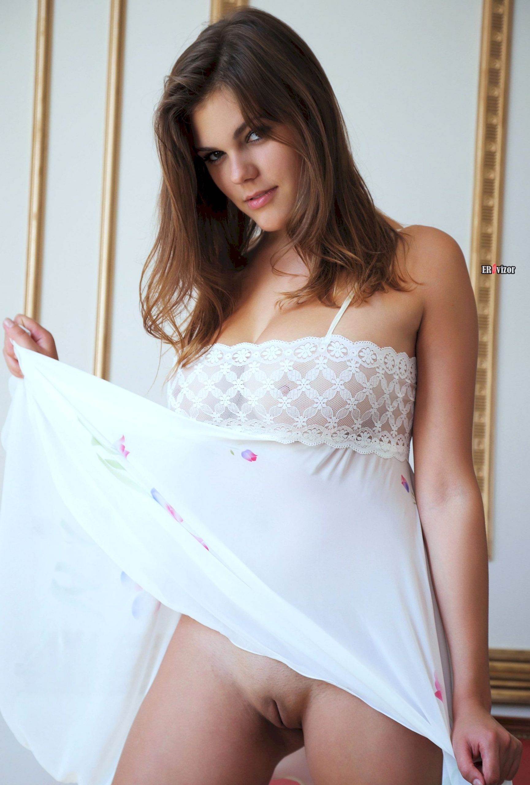 Brunette-Mandy-A-with-Big-Naturals-from erovizor (1)