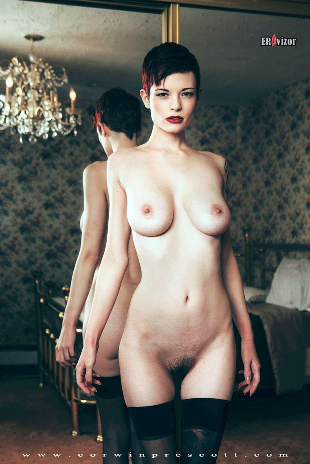 голое тело модели