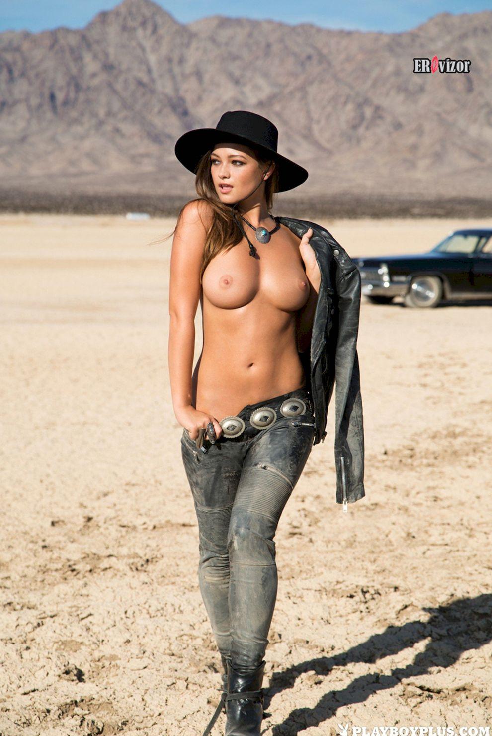 девушка ковбойка топлес