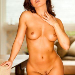 Mariela-Henderson голая