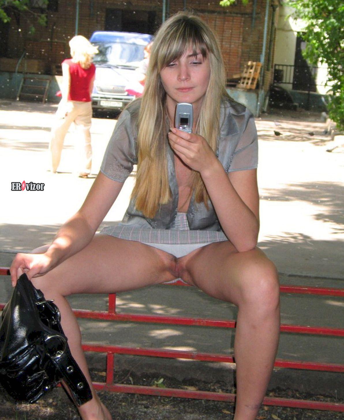 Красивые девушки без трусов (126 фото)