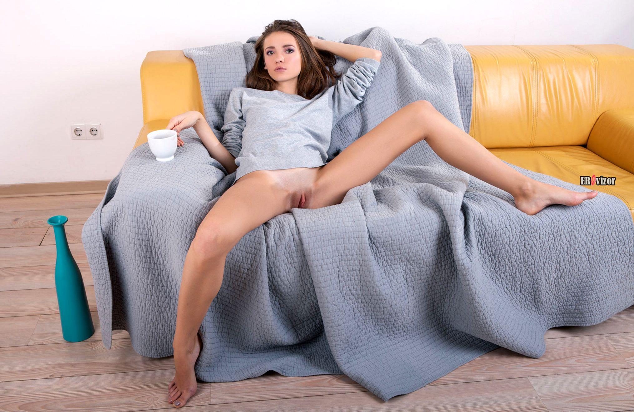 эротика девушки без трусиков