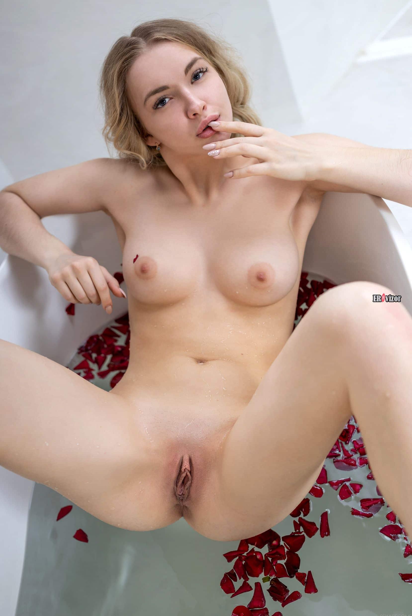 Nude-Blonde-Sophie-Gem-10