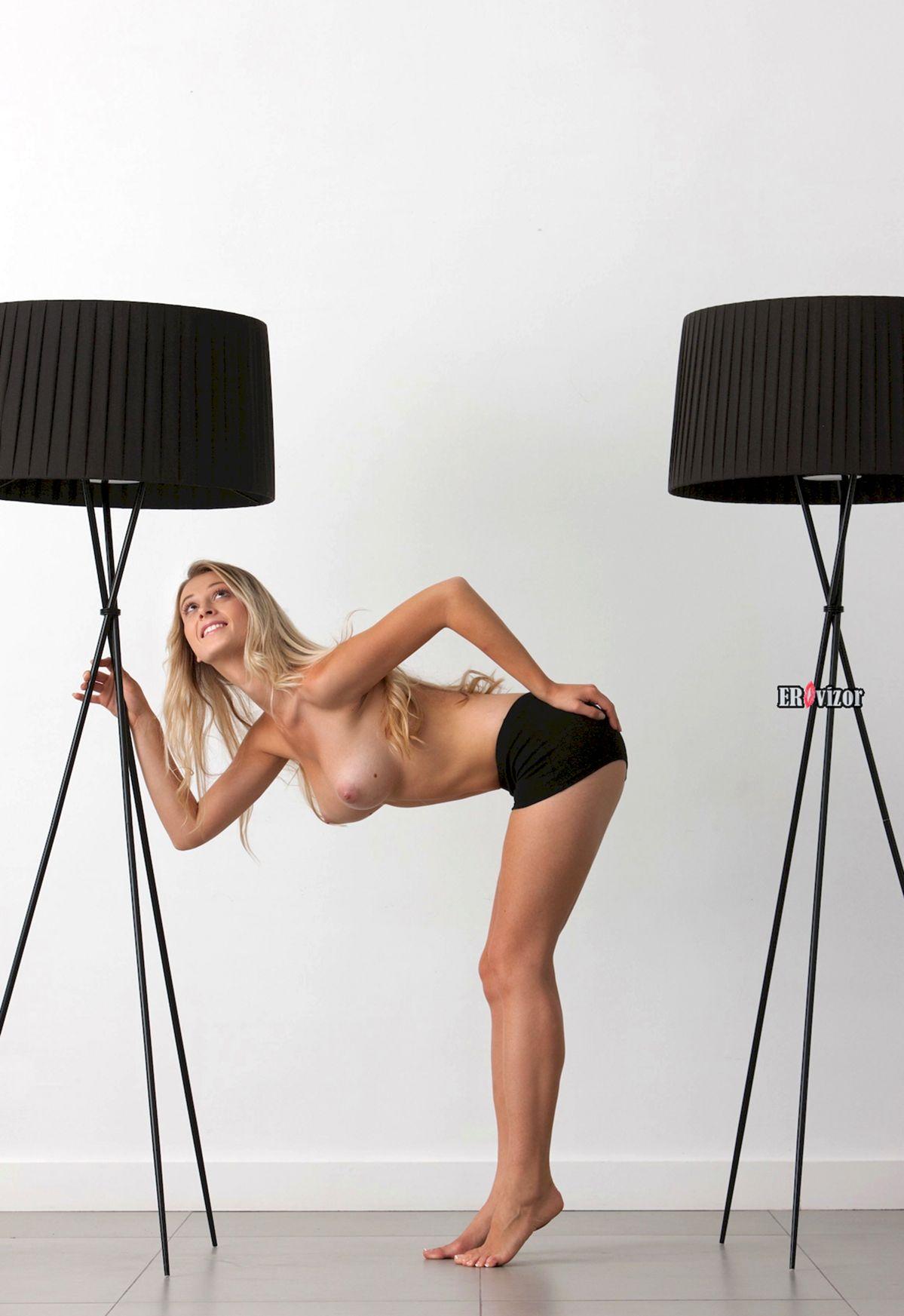 Blonde-Babe-Carisha-with-Big-Tits (1)