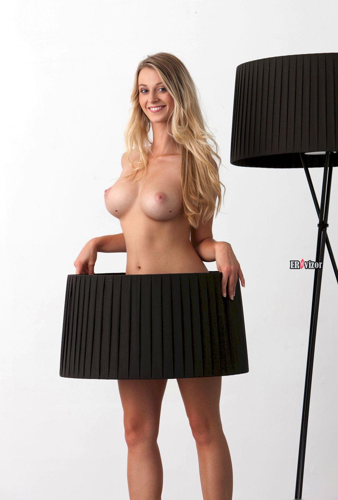 Blonde-Babe-Carisha-with-Big-Tits (16)