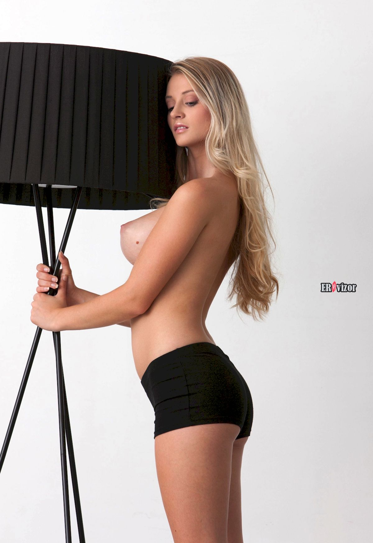 Blonde-Babe-Carisha-with-Big-Tits (2)