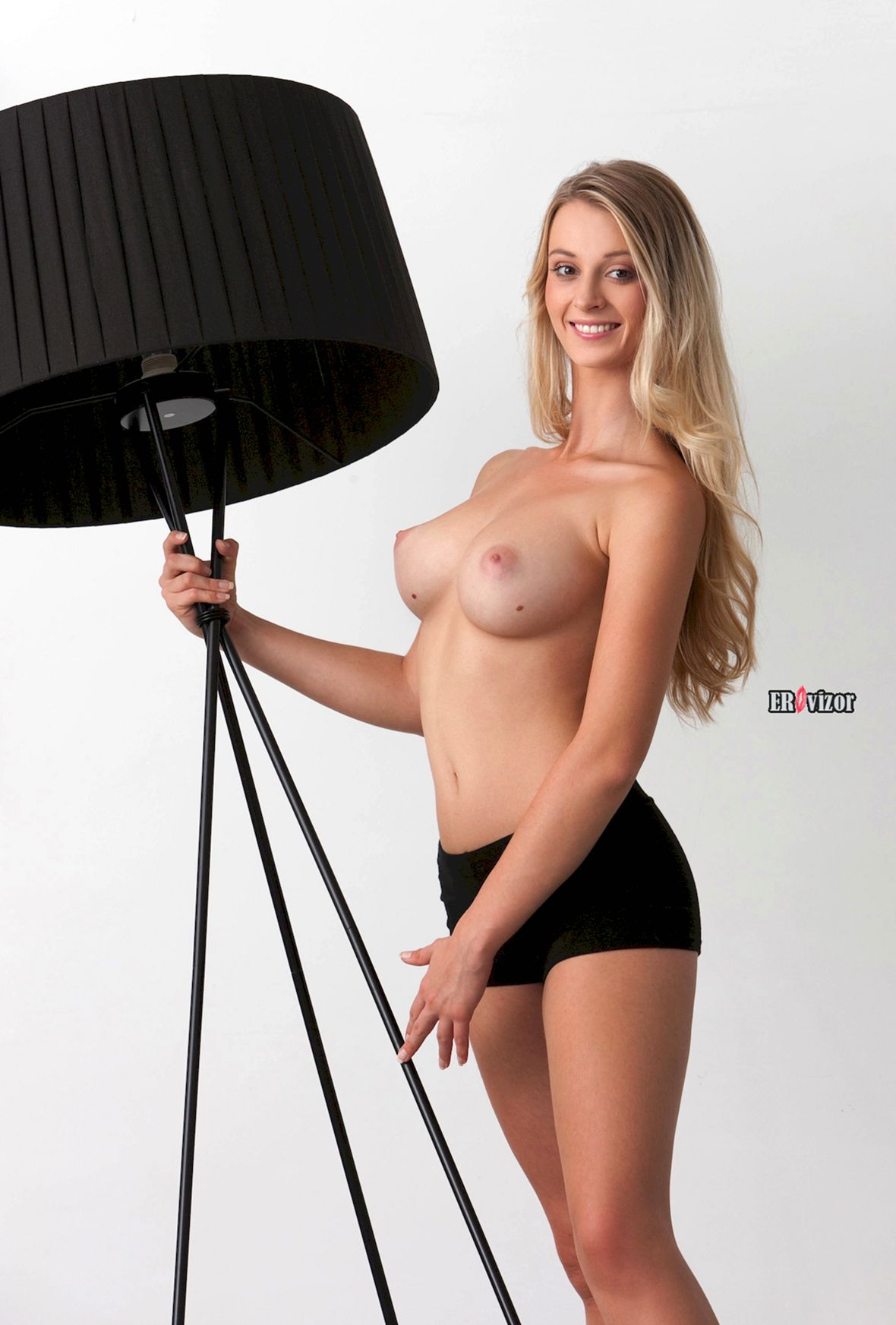 Blonde-Babe-Carisha-with-Big-Tits (6)