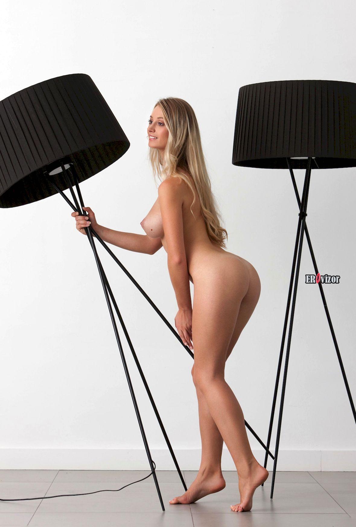 Blonde-Babe-Carisha-with-Big-Tits (9)