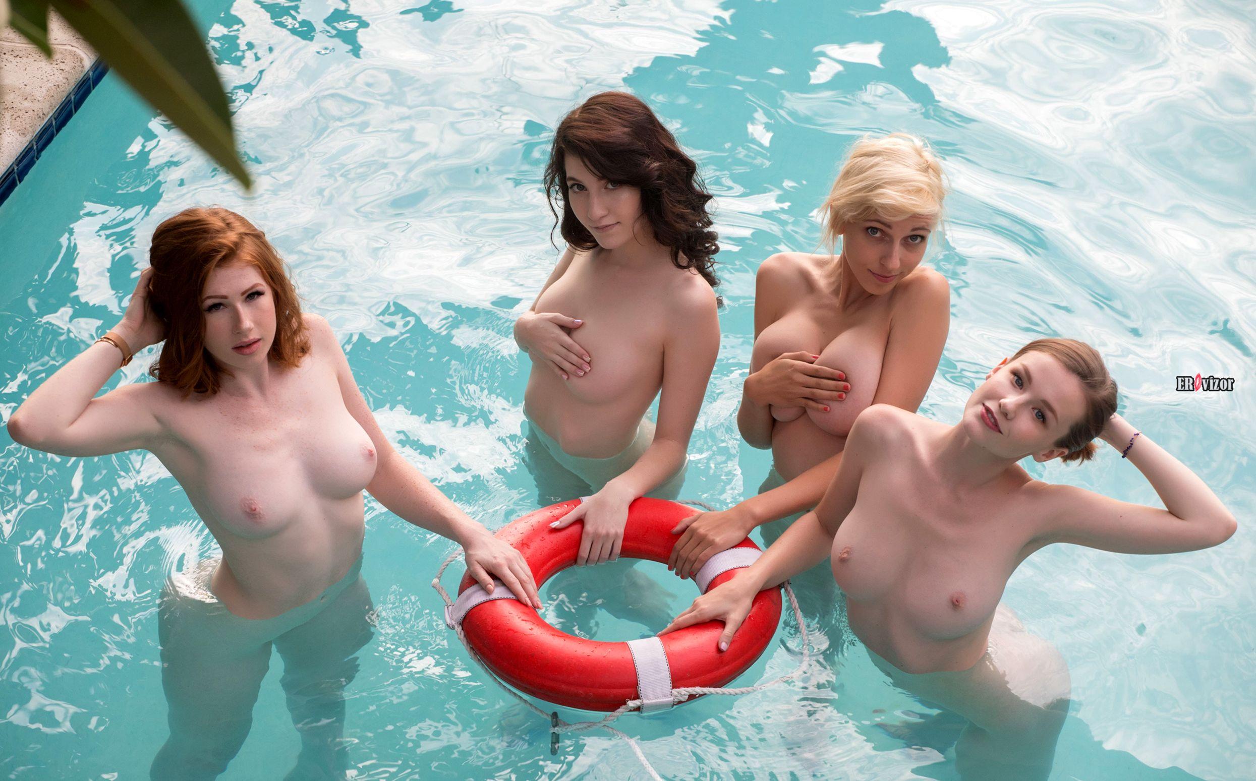обнаженные девушки в бассейне