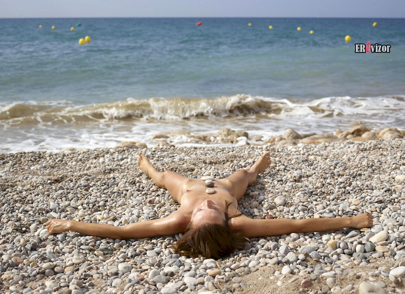 relax_sea_golaja_devka (6)