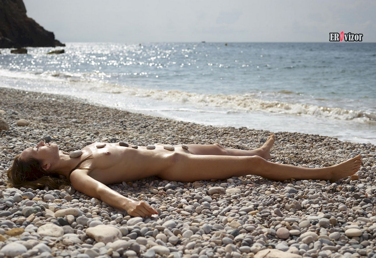 relax_sea_golaja_devka (7)