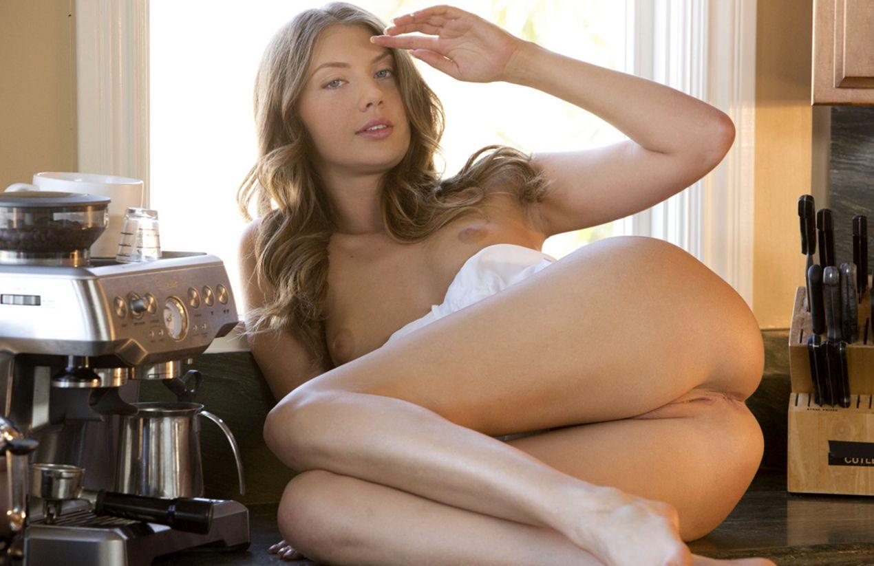 sexy_devushka_na_kuhne-19