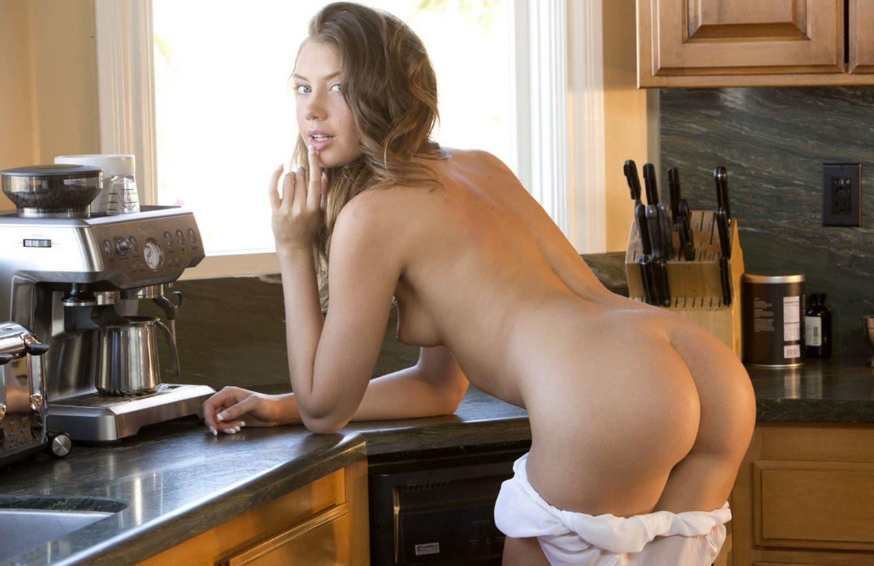 sexy_devushka_na_kuhne-26