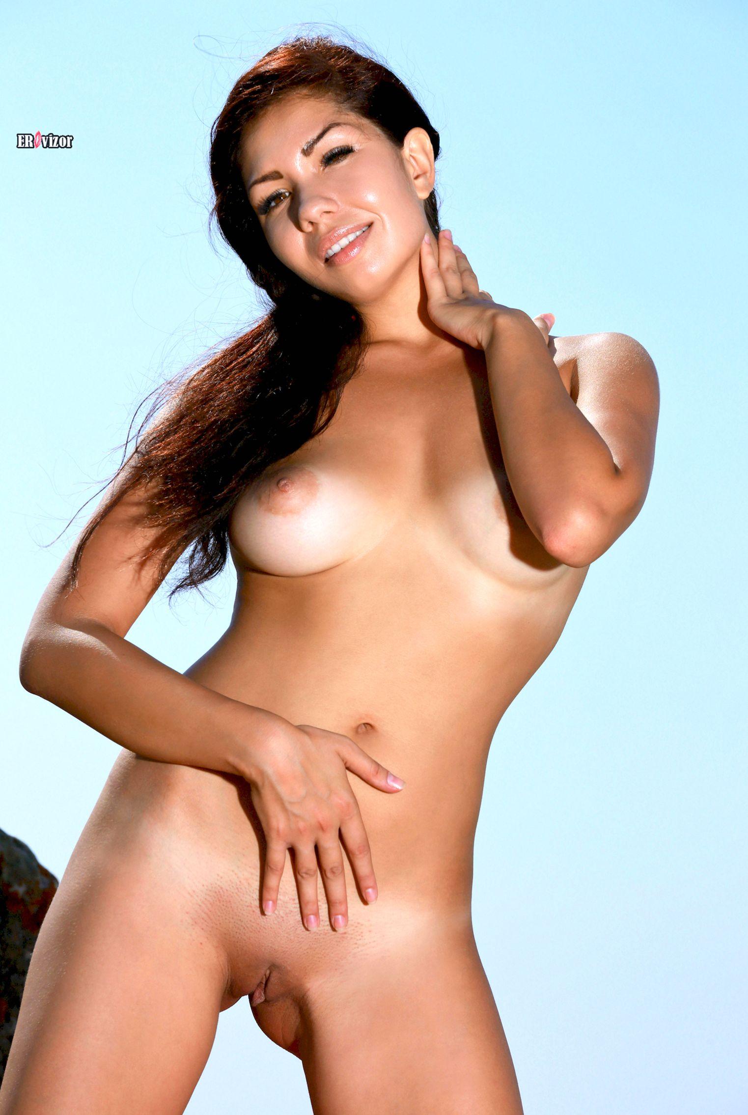 Romana-A-naked_sun_day (1)