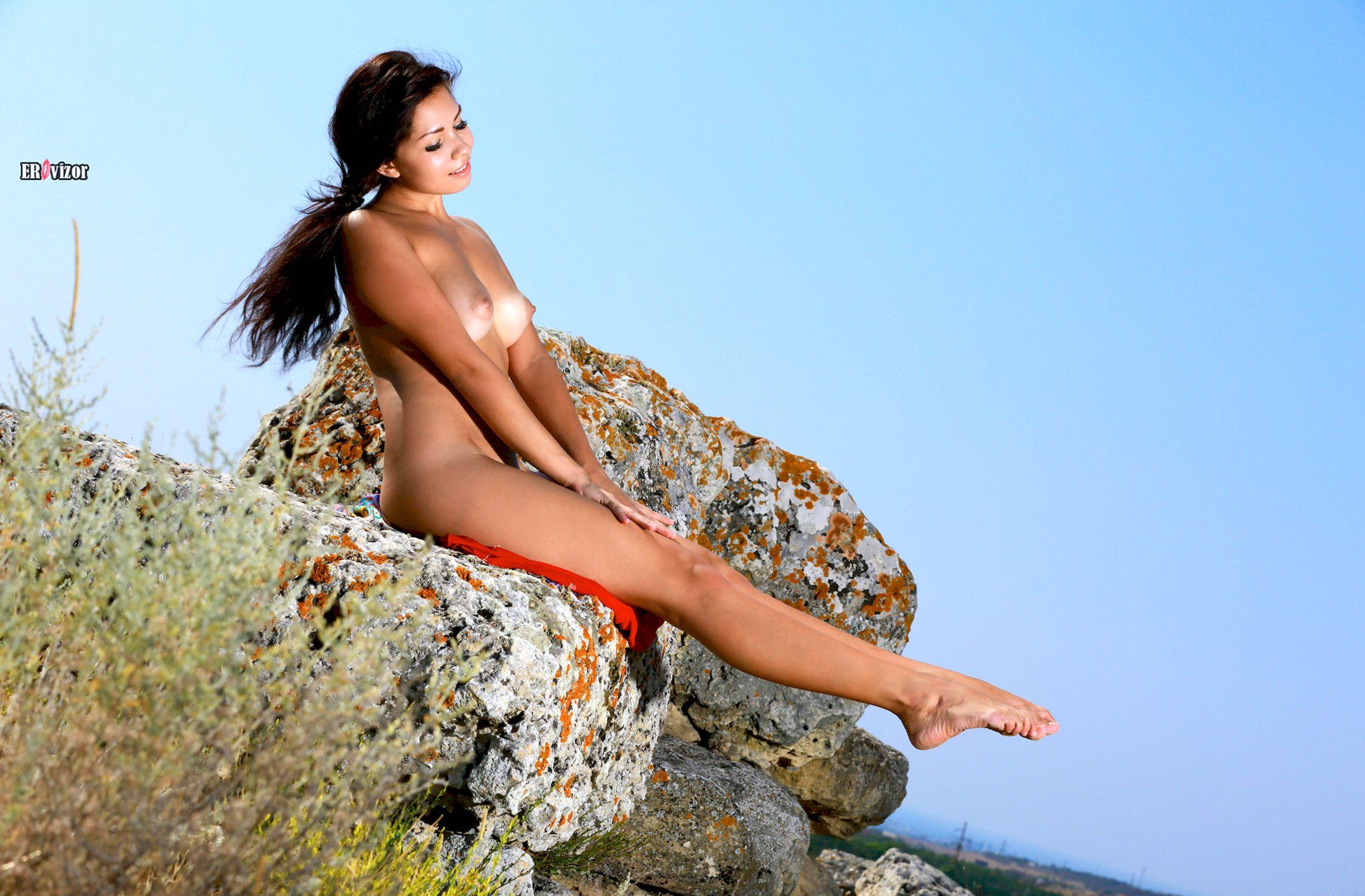 Romana-A-naked_sun_day (10)