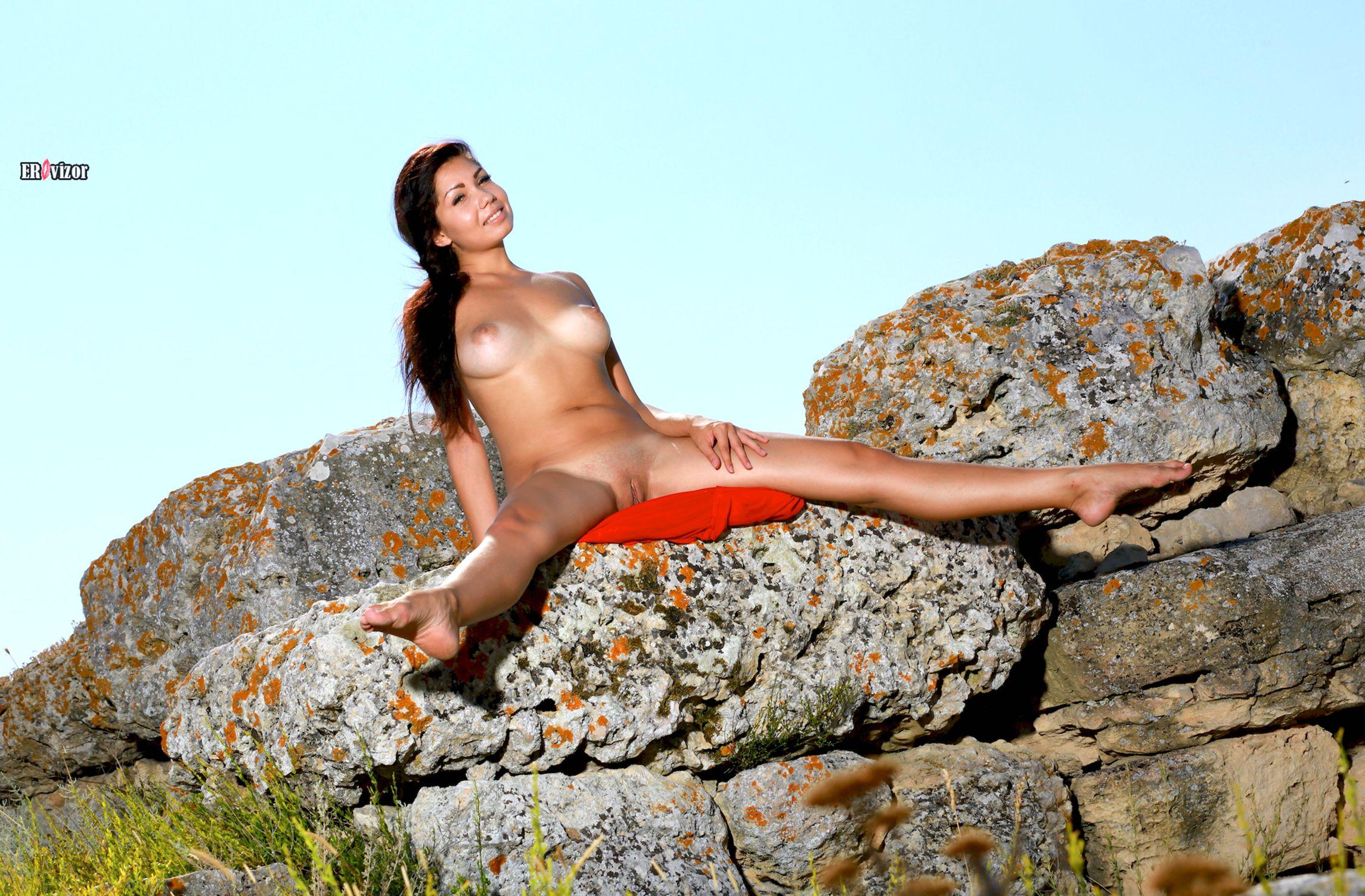 Romana-A-naked_sun_day (12)