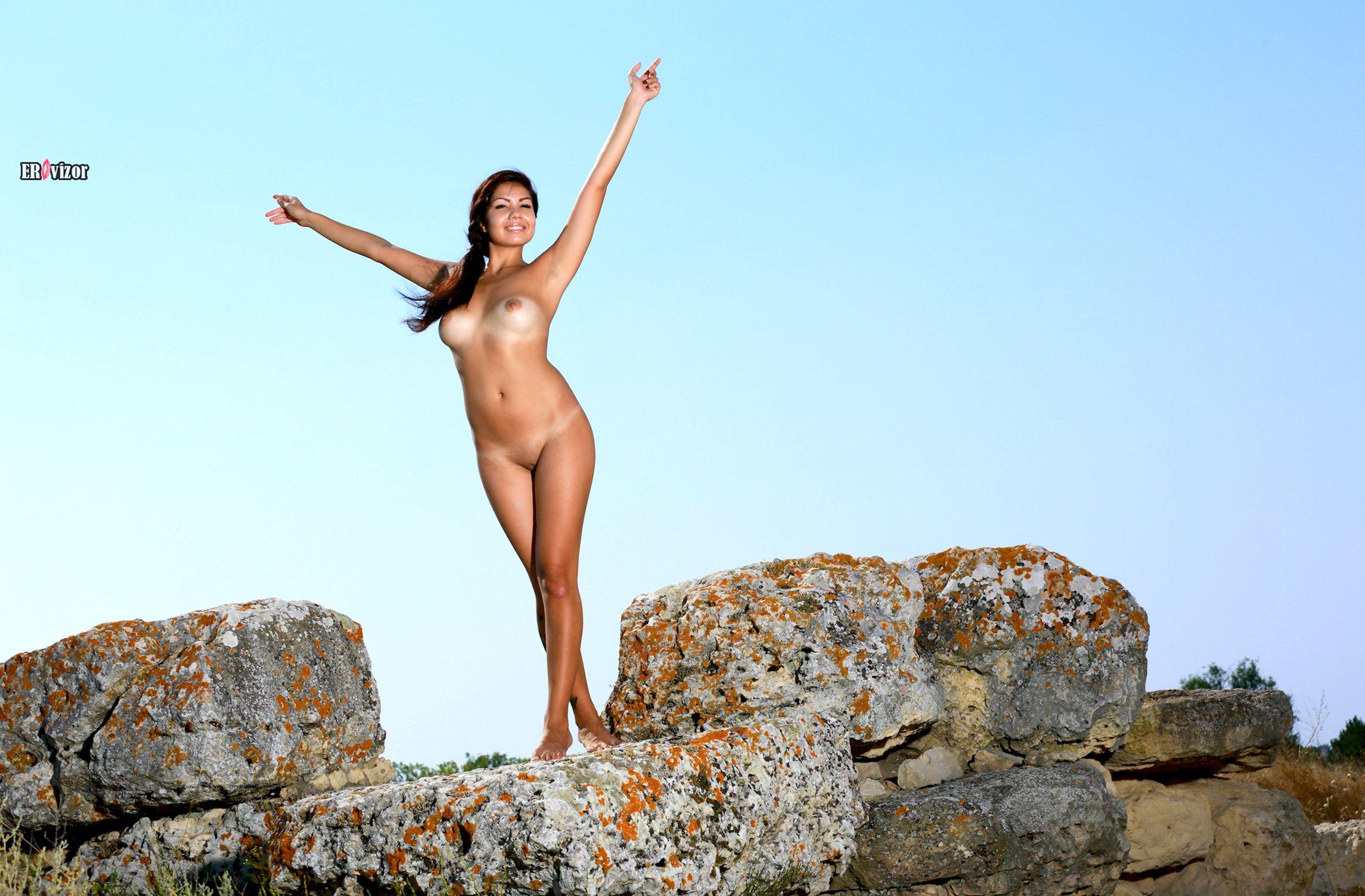 Romana-A-naked_sun_day (13)