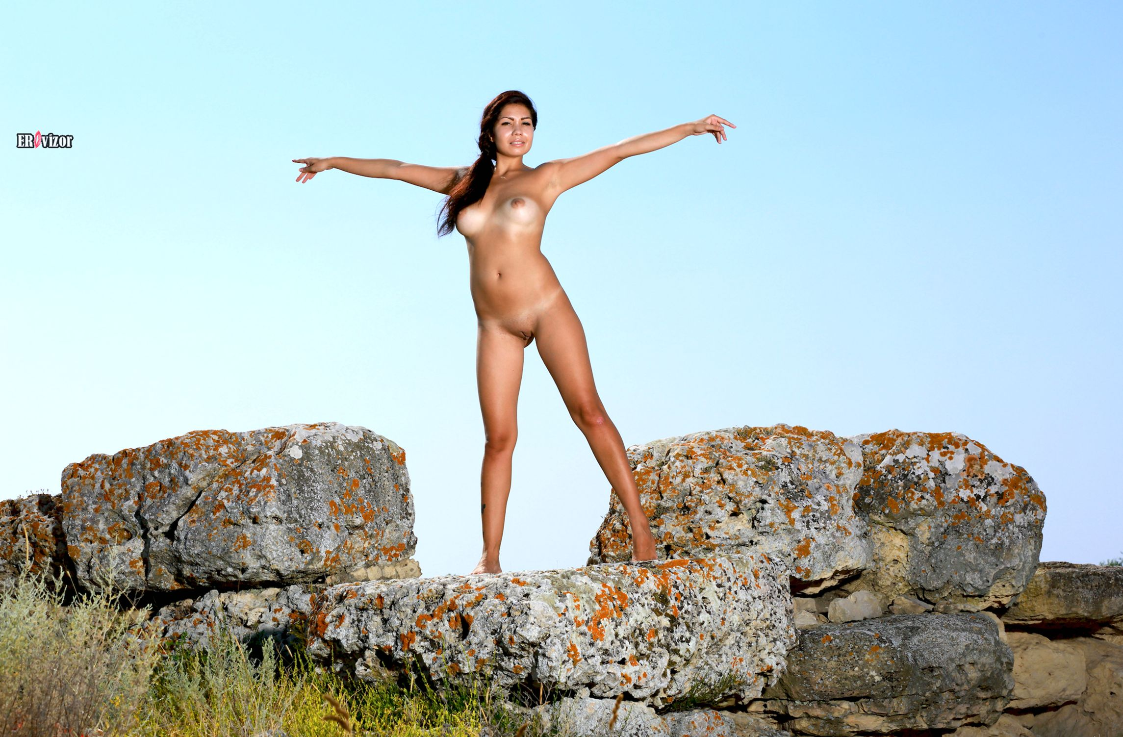 Romana-A-naked_sun_day (14)