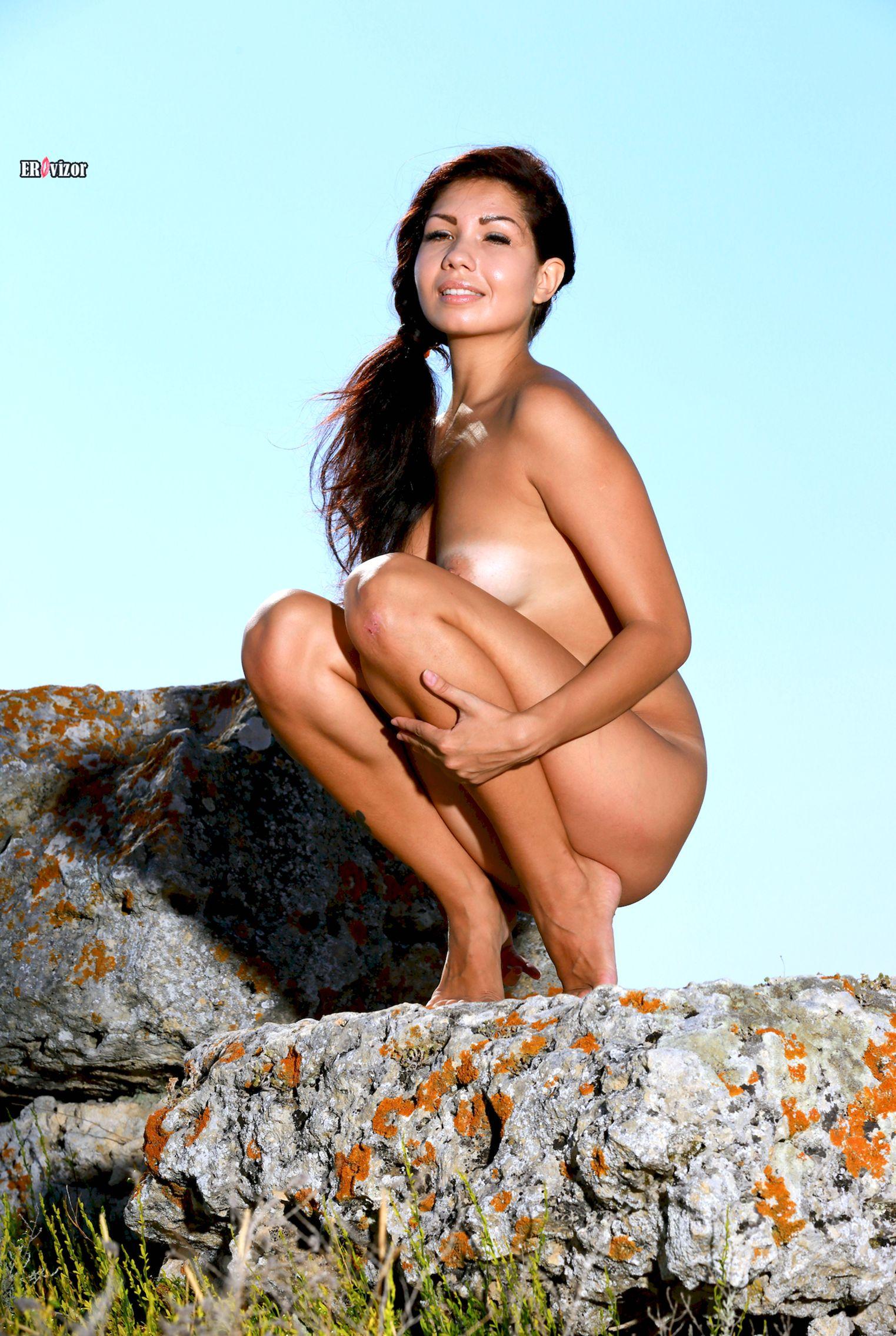 Romana-A-naked_sun_day (15)