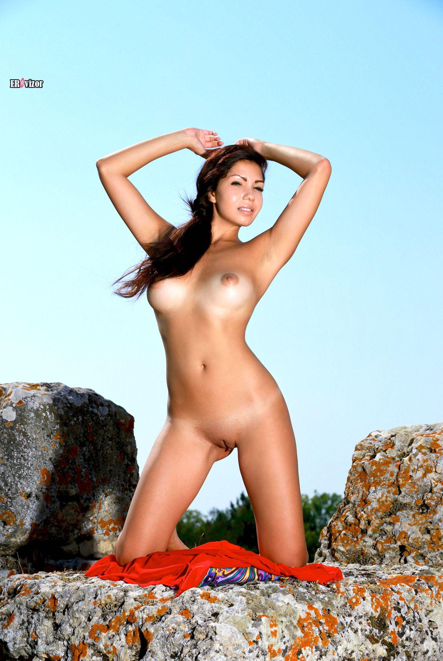 Romana-A-naked_sun_day (3)